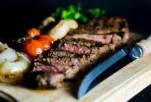 Steak on a chopping board. Photo: amirali mirhashemian/Unsplash