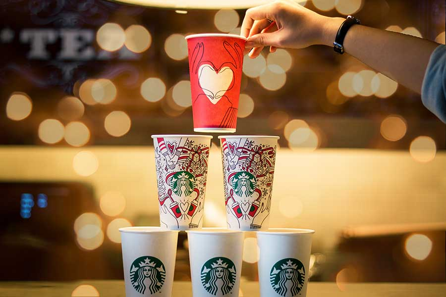 Starbucks coffee cups. Photo: Quan Le/Unsplash