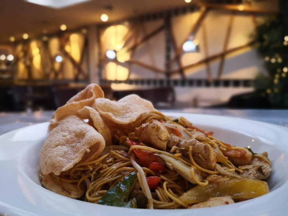 Special noodles with Thai prawn crackers at Lemongrass